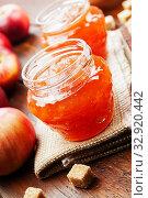 Купить «Fresh apple jam», фото № 32920442, снято 6 октября 2019 г. (c) Надежда Мишкова / Фотобанк Лори