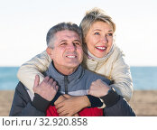 husband and wife spend time together happily at sea beach. Стоковое фото, фотограф Яков Филимонов / Фотобанк Лори