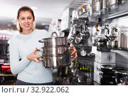 Купить «Woman is choosing saucepan for her house in the store.», фото № 32922062, снято 5 февраля 2018 г. (c) Яков Филимонов / Фотобанк Лори