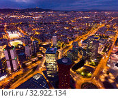 Aerial view of Barcelona in night lights (2019 год). Стоковое фото, фотограф Яков Филимонов / Фотобанк Лори