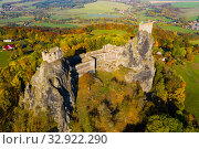 Aerial view of ruined Trosky Castle in Bohemian Paradise (2019 год). Стоковое фото, фотограф Яков Филимонов / Фотобанк Лори