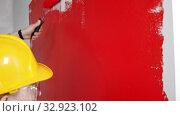 Купить «Apartment renovation - painting walls in red», видеоролик № 32923102, снято 3 июня 2020 г. (c) Константин Шишкин / Фотобанк Лори