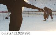 Купить «A young beautiful blonde woman figure skater on ice rink», видеоролик № 32928990, снято 29 марта 2020 г. (c) Константин Шишкин / Фотобанк Лори