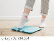 female legs on electronic scales on a wooden floor. Стоковое фото, фотограф Майя Крученкова / Фотобанк Лори