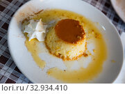 Flan served with whipped cream. Стоковое фото, фотограф Яков Филимонов / Фотобанк Лори