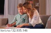 Купить «mother and son with pencils drawing at home», видеоролик № 32935146, снято 23 декабря 2019 г. (c) Syda Productions / Фотобанк Лори