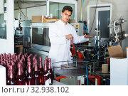 man working on wine production. Стоковое фото, фотограф Яков Филимонов / Фотобанк Лори
