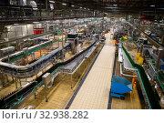 Bottling department of Pilsner Urquell brewery (2019 год). Редакционное фото, фотограф Яков Филимонов / Фотобанк Лори