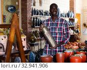 Купить «Afro male seller in pottery souvenir shop», фото № 32941906, снято 17 января 2020 г. (c) Яков Филимонов / Фотобанк Лори