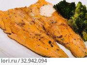 Купить «Dish of tasty steak of fried rainbow trout fillet with broccoli», фото № 32942094, снято 10 июля 2018 г. (c) Яков Филимонов / Фотобанк Лори