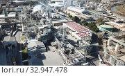 Купить «View of chemical factory complex near city», видеоролик № 32947478, снято 5 марта 2019 г. (c) Яков Филимонов / Фотобанк Лори