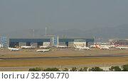 Chek Lap Kok airport, timelapse (2019 год). Редакционное видео, видеограф Игорь Жоров / Фотобанк Лори