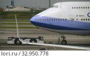 Купить «China Airlines Boeing 747 towing», видеоролик № 32950778, снято 30 ноября 2017 г. (c) Игорь Жоров / Фотобанк Лори
