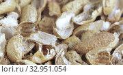 Roasted peanut shells. Стоковое видео, видеограф Потийко Сергей / Фотобанк Лори