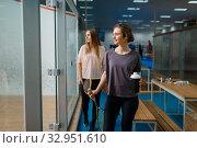 Купить «Two smiling female squash players in gym», фото № 32951610, снято 12 ноября 2019 г. (c) Tryapitsyn Sergiy / Фотобанк Лори