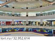Купить «Doha, Qatar - Nov 18. 2019. Doha City Center - Shopping Center. Interior», фото № 32952614, снято 18 ноября 2019 г. (c) Володина Ольга / Фотобанк Лори