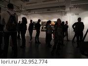 """Купить «Фотовыставка Максима Мармура """"ЧЕЧНЯ ВОЙНА БУДНИ"""" в галерее братьев Люмьер», эксклюзивное фото № 32952774, снято 19 января 2020 г. (c) Дмитрий Неумоин / Фотобанк Лори"""