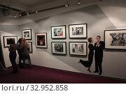 """Купить «Фотовыставка Гарри Бенсон """"THE BIATLES"""" в галерее братьев Люмьер», фото № 32952858, снято 19 января 2020 г. (c) Дмитрий Неумоин / Фотобанк Лори"""