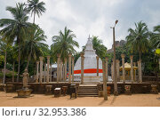 Купить «Дагоба Амбастала крупным планом облачным днем. Один из древнейших буддистских храмов Цейлона (I век нашей эры). Михинтале, Шри-Ланка», фото № 32953386, снято 12 марта 2015 г. (c) Виктор Карасев / Фотобанк Лори