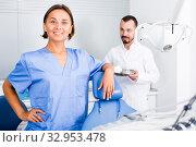 Купить «Dentist with assistant are fooling around in the workplace», фото № 32953478, снято 10 июля 2017 г. (c) Яков Филимонов / Фотобанк Лори