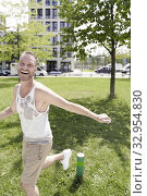 Mature man in park, running. Munich, Germany. Стоковое фото, фотограф Egerland Productions / age Fotostock / Фотобанк Лори