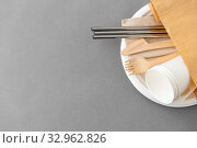 Купить «wooden forks, knives and paper cups on plate», фото № 32962826, снято 3 мая 2019 г. (c) Syda Productions / Фотобанк Лори