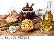 Гороховая каша и продукты для ее приготовления. Стоковое фото, фотограф Короленко Елена / Фотобанк Лори