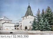 Купить «Георгиевско-Знаменская башня  Georgievsko-Znamenskaya tower», фото № 32963390, снято 28 декабря 2019 г. (c) Baturina Yuliya / Фотобанк Лори