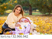 Купить «Mom sits on a picnic with the baby in the basket», фото № 32966942, снято 12 ноября 2019 г. (c) Иванов Алексей / Фотобанк Лори
