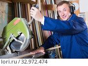 Купить «friendly workman cutting wooden planks using circular saw», фото № 32972474, снято 30 марта 2020 г. (c) Яков Филимонов / Фотобанк Лори