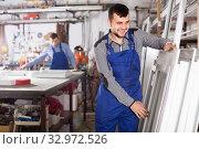 Купить «Workman is inspecting the window frame», фото № 32972526, снято 30 марта 2017 г. (c) Яков Филимонов / Фотобанк Лори