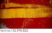 Купить «A man walking by the red wall and painting lines with a yellow color using a roller», видеоролик № 32976822, снято 24 января 2020 г. (c) Константин Шишкин / Фотобанк Лори