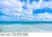 Купить «Caribbean sea under cloudy sky, natural landscape», фото № 32976926, снято 4 января 2017 г. (c) EugeneSergeev / Фотобанк Лори