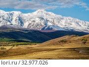Fenced pasture in the hilly Kurai steppe, view of the North Chuysky ridge. Kosh-Agachsky District, Altai Republic, Russia. Стоковое фото, фотограф Вадим Орлов / Фотобанк Лори