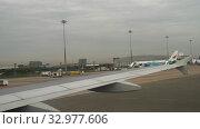 Купить «Airplane taxiing in Suvarnabhumi airport, Bangkok», видеоролик № 32977606, снято 30 ноября 2017 г. (c) Игорь Жоров / Фотобанк Лори