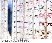 Купить «Glasses showcase in modern optic shop», фото № 32984990, снято 27 августа 2019 г. (c) Яков Филимонов / Фотобанк Лори