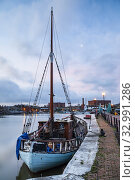 Купить «Winter dawn at Bristol Harbour, England.», фото № 32991286, снято 16 января 2020 г. (c) age Fotostock / Фотобанк Лори