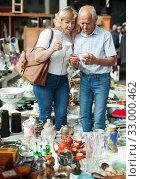 Купить «Pensioner family buys vintage dishes at a flea market», фото № 33000462, снято 11 мая 2019 г. (c) Яков Филимонов / Фотобанк Лори