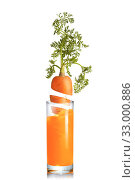 Купить «Carrot root falls in a glass of fresh juice.», фото № 33000886, снято 21 января 2010 г. (c) Ярослав Данильченко / Фотобанк Лори
