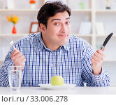 Man on special diet programm to lose weight. Стоковое фото, фотограф Elnur / Фотобанк Лори