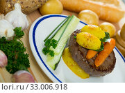 Купить «Beef patty with baked new potatoes, carrots», фото № 33006918, снято 8 июля 2020 г. (c) Яков Филимонов / Фотобанк Лори