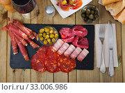 Spanish sausage sliced - chorizo, fuet, jamon, salami, bacon. Стоковое фото, фотограф Яков Филимонов / Фотобанк Лори