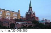 Купить «Alexander Garden near the Kremlin, Moscow, Russia (at night)», видеоролик № 33009386, снято 30 января 2020 г. (c) Владимир Журавлев / Фотобанк Лори