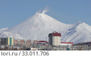 Купить «Winter cityscape of Petropavlovsk City and active Avachinsky Volcano. Time-lapse», видеоролик № 33011706, снято 23 января 2020 г. (c) А. А. Пирагис / Фотобанк Лори