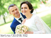 wedding. bridegroom or fiance portrait with bride in park. Стоковое фото, фотограф Дмитрий Калиновский / Фотобанк Лори