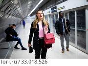 Купить «Female passenger waiting for subway train», фото № 33018526, снято 11 июля 2020 г. (c) Яков Филимонов / Фотобанк Лори