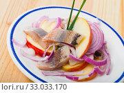 Купить «Norwegian salad of herring, apples, onion», фото № 33033170, снято 20 февраля 2020 г. (c) Яков Филимонов / Фотобанк Лори