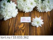 Купить «bouquet of white chrysanthemums on wooden table», фото № 33033362, снято 18 сентября 2019 г. (c) Peredniankina / Фотобанк Лори