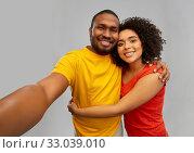 Купить «happy smiling african american couple takes selfie», фото № 33039010, снято 15 декабря 2019 г. (c) Syda Productions / Фотобанк Лори
