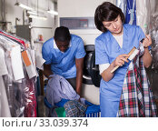 Купить «Female laundry worker during daily work», фото № 33039374, снято 15 января 2019 г. (c) Яков Филимонов / Фотобанк Лори